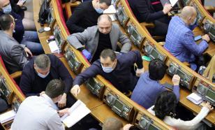В Раде произошла потасовка из-за обвинений в адрес Зеленского