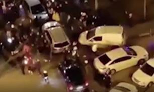 В Подмосковье неизвестные устроили вечеринку прямо на дороге