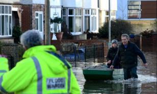 Затопленные улицы и рухнувшие дома: по Британии прошёлся шторм Кристоф