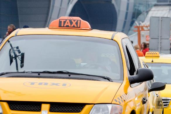В Петербурге пассажир напал на беременную женщину-таксиста