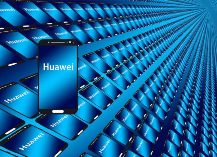 """В Британии нашли """"доказательства сговора"""" между Huawei и компартией КНР"""