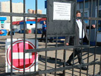СМИ: Красногвардейский рынок сносят с боями.