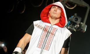 Украинский боксёр Усик показал, что сделает с диванными экспертами
