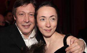 Супруга Ефремова оправдала пьяную езду мужа