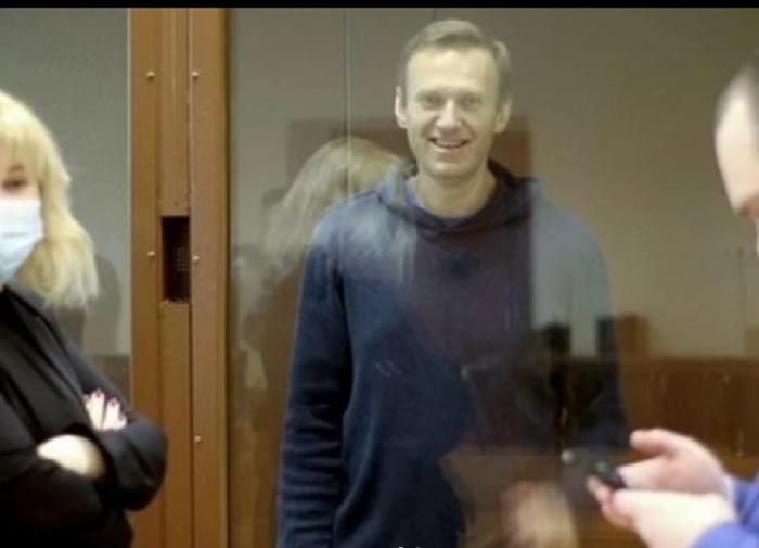 Защита Навального обжаловала публикацию видеокадров с ним