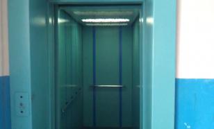 В красноярской многоэтажке упал лифт с людьми