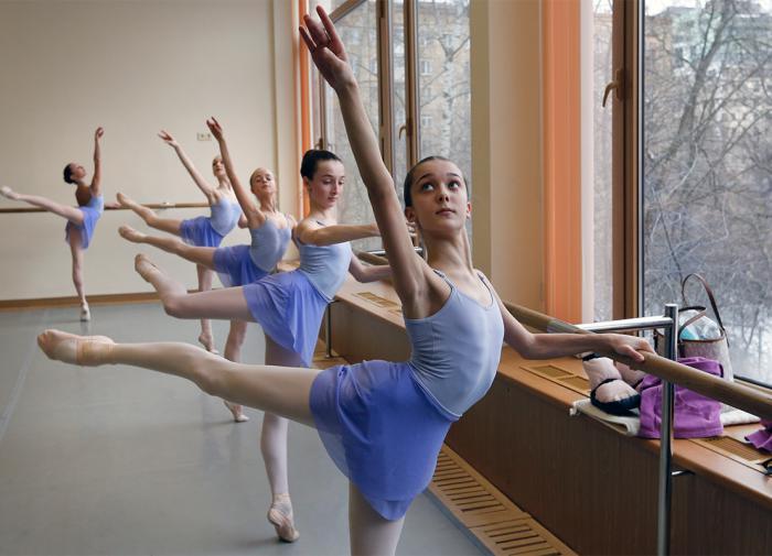 Лёгкая походка, крепкая спина, отличное настроение - зарядка балерин