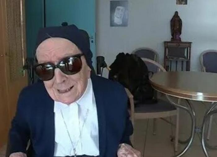 Во Франции 116-летняя монахиня вылечилась от COVID-19
