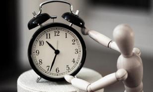 Врач посоветовал отказаться от будильника в период самоизоляции