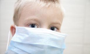 Врач дал совет о том, как убедить ребенка носить маску