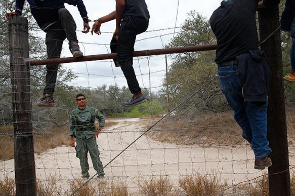 """В США на границе с Мексикой орудует """"фашистская милиция"""""""