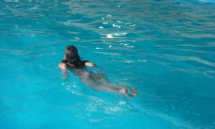 Пловчиху лишили победы за слишком откровенный купальник