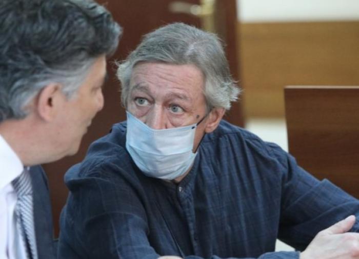 Адвокат рассказал, что вызывает недоумение в линии защиты Михаила Ефремова