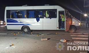 На Украине радикалы обстреляли автобус с людьми. Есть пострадавшие