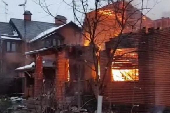Пожар уничтожил двухэтажный дом юмориста Бандурина