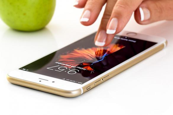 Эксперт оценил риск заражения коронавирусом от смартфона
