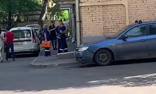 """К дому Ефремова прибыла дополнительная бригада """"скорой"""""""