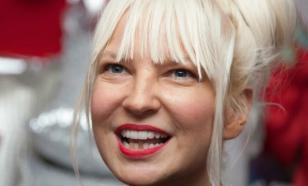 Певица Sia готовится нянчить внуков