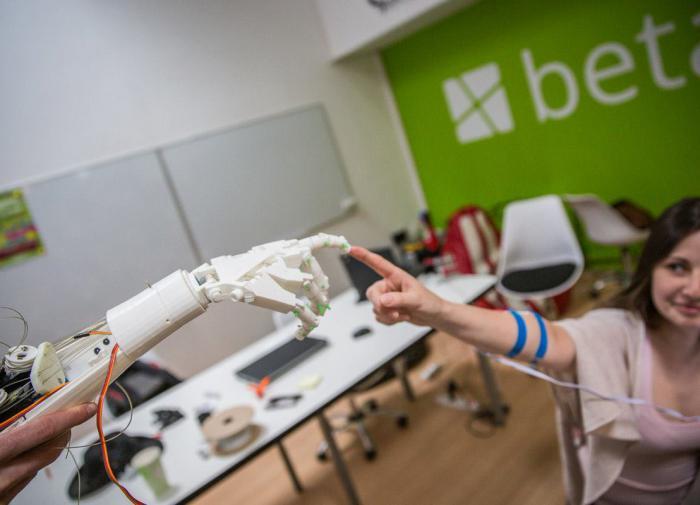 Роботизированная рука с ИИ поможет выполнять операции в толстой кишке