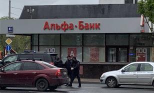 Суд арестовал мужчину, который захватил отделение Альфа-банка