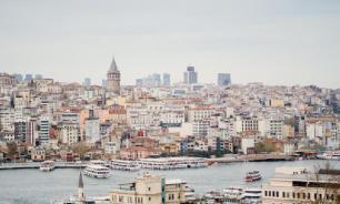 В аэропорту Стамбула в зоне встречи туристов наступил настоящий коллапс