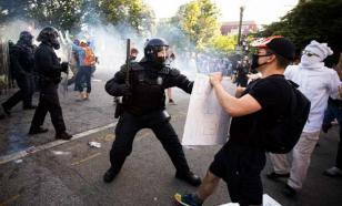 Первомайские демонстрации закончились столкновениями с полицией