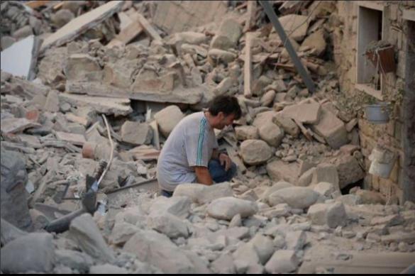 В Италии под обломками здания пожарники услышали детский плач