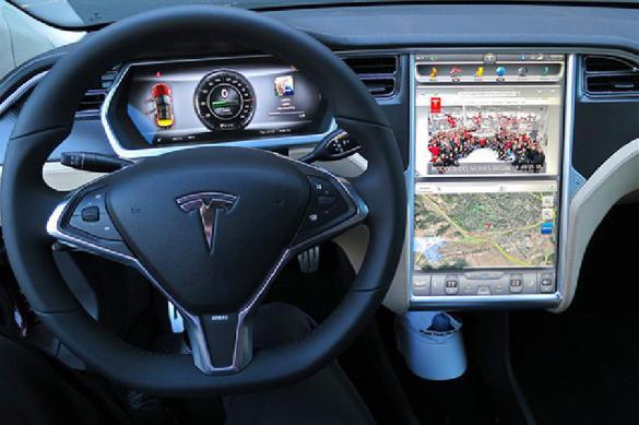 ДТП на автопилоте: водитель Tesla врезался в полицейский автомобиль