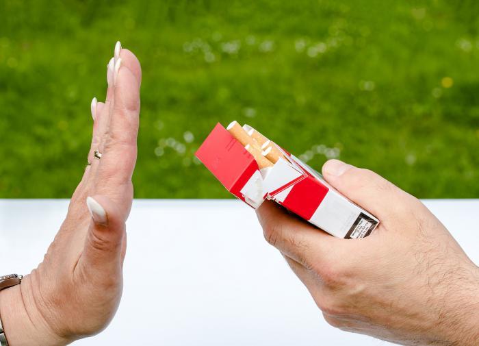Мясников подсказал, как бросить курить