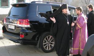 В РПЦ объяснили наличие джипов у священников