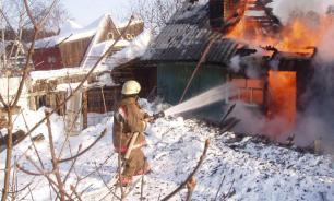 """""""Закопченный"""" хозяин дома выжил после пожара на Алтае"""