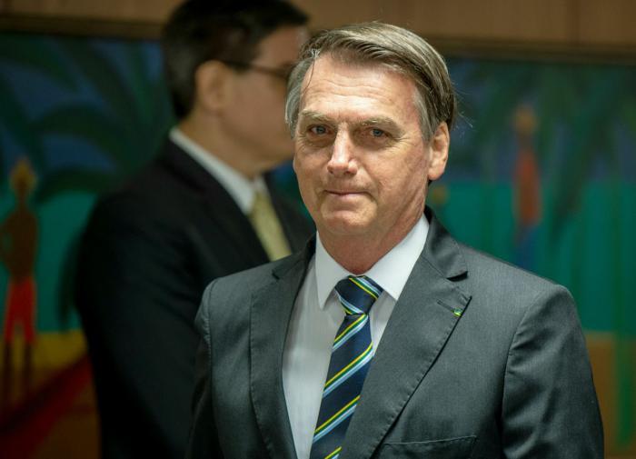 Жаир Болсонару волнуется: бразильский президент попал в госпиталь