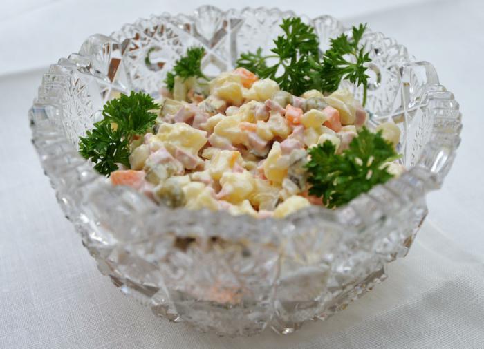 В Роспотребнадзоре рассказали, как правильно хранить новогодние салаты
