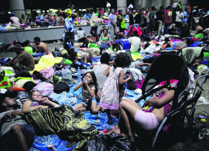 """США """"накрыла"""" проблема непривитых мигрантов: счёт идёт на миллионы"""