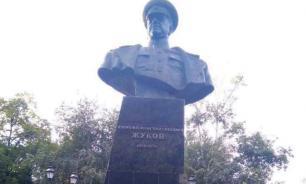 Власти Харькова восстановили поваленный националистами бюст Жукова