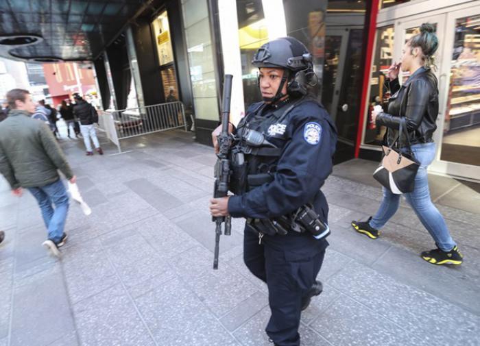 Офицер полиции США застрелила свою девушку, увидев её в постели с любовницей
