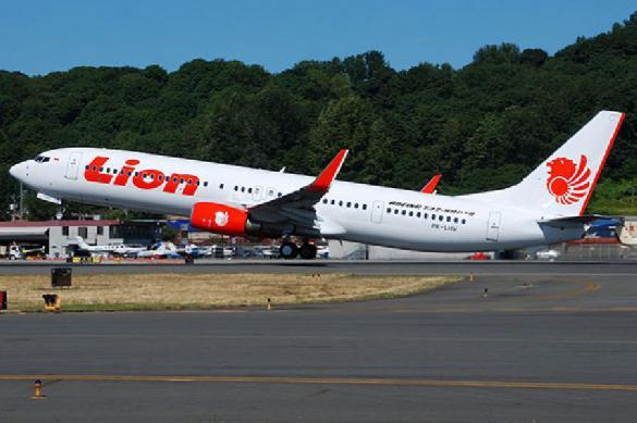 Неудачно пошутил: из-за фейкового сообщения о бомбе на борту самолета пострадали 11 человек
