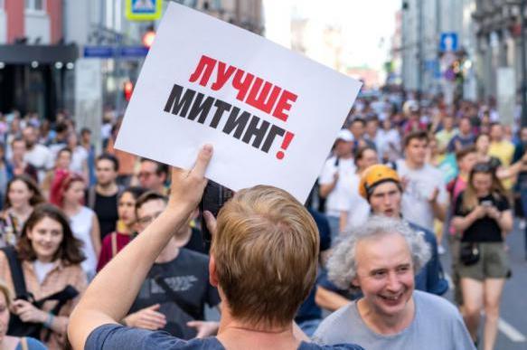 Опрос: 45% россиян не одобряют действия силовиков на акциях в Москве