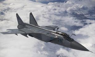 Российский МиГ-31 поприветствовал F-16 НАТО, а тот решил ретироваться
