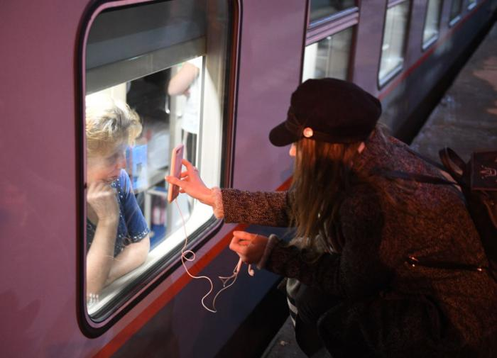 """Сотрудник """"РЖД"""" потребовал высадить из поезда ветерана"""