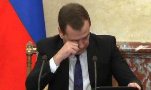 Кабмин Медведева не успел потратить более триллиона рублей