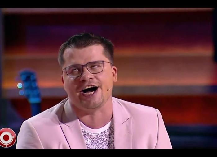 Одинокая певица предложила себя в жёны Гарику Харламову