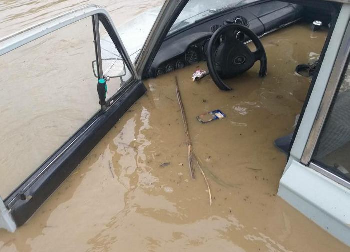 В Керчи перекрыли центральные улицы из-за потопа