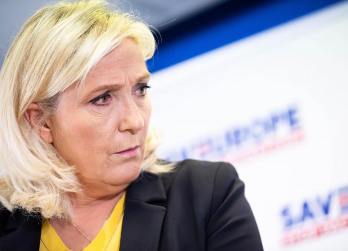 Ле Пен: на улицах Франции - насилие, правительство бессильно