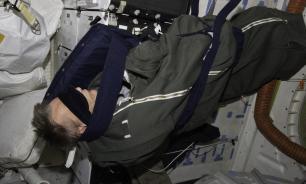 Космонавты утверждают, что в невесомости удобнее спать