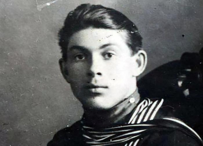 Кто такой капитан Гастелло?