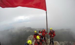 На вершине Ай-Петри вновь установлено Знамя Победы