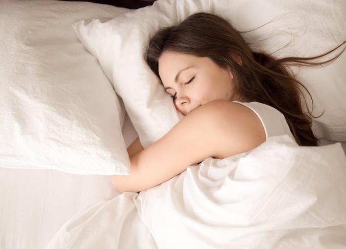 Врач опровергла пользу долгого сна в выходные