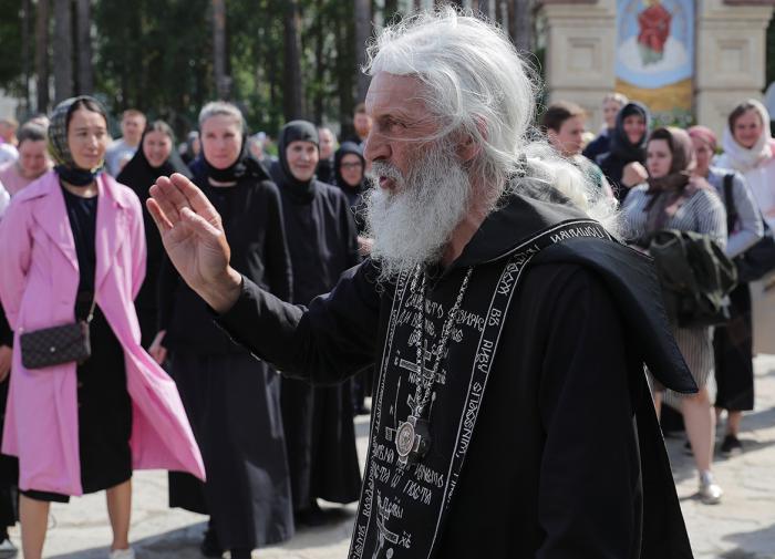 Силовики оцепили Среднеуральский женский монастырь