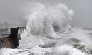 """Мощный ураган """"Сэм"""" в Атлантическом океане усилился до 2 категории"""